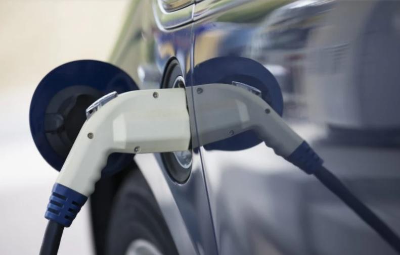 El mercado español de vehículos eléctricos se duplica en octubre y supera las 2.000 unidades vendidas